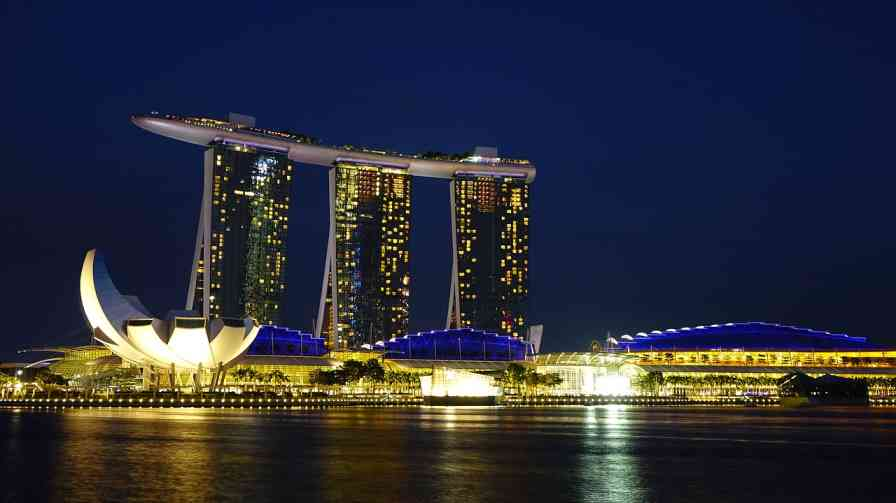 Top 10 reasons to view Singapore as a largest tourist attraction.